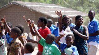 MalawiCrowdscheerLOW